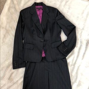Excellent condition! Banana Republic skirt suit